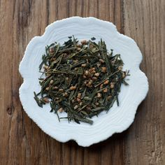 The finest Japanese Sencha green tea leaves are blended with roasted rice and popped corn to create a highly aromatic, nutty flavored green tea. A favorite among Japanese tea drinkers, for its warm, yet fresh notes.