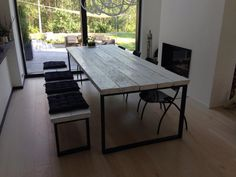 Ruokapöytä, 100x270cm. Tehty vanhoista lankuista Outdoor Tables, Outdoor Decor, Wood Tables, Kitchen Dining, Dining Table, Industrial Chic, Cool Kitchens, Cottage, Outdoor Furniture