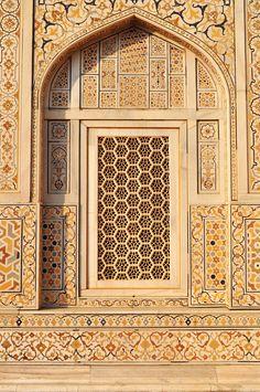 Detail of the tomb of Itmad ud Daulah (Itimad-ud-Daulah), Agra, Uttar Pradesh State, India Mughal Architecture, Historical Architecture, Beautiful Architecture, Art And Architecture, Architecture Details, Architecture Wallpaper, Architecture Portfolio, Taj Mahal Interior, Islamic Art Calligraphy