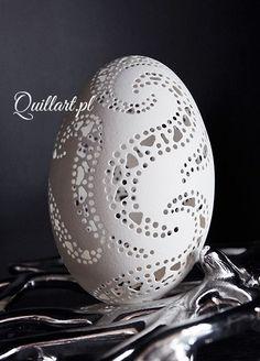 Quillart.pl - Durchbrochene Osterei, Durchbrochene Pysanka, Osterei, Huevo de Pascua, Ei ... #durchbrochene #handicraftdesigns #huevo #osterei #pysanka #quillart Easter Egg Crafts, Easter Eggs, Crafts To Do, Hobbies And Crafts, Egg Shell Art, Carved Eggs, Quilling Christmas, Seashell Art, Egg Art