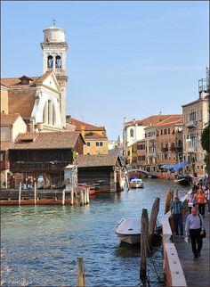 Venice : Rio San Trovaso / On the right hand-side : Fondamenta Nani.  In the background, you can see San Trovaso church ; in the far away you see San Trovaso bridge