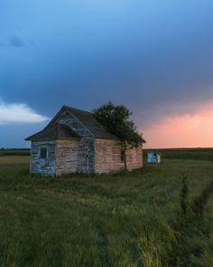 10 Reasons to Visit North Dakota Abandoned Buildings, Abandoned Places, Dakota Do Norte, Theodore Roosevelt National Park, Light Pollution, See The Northern Lights, North Dakota, During The Summer, Weekend Trips
