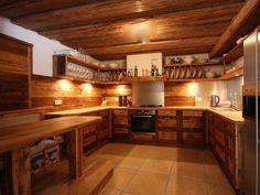 Rustikale Küche aus Altholz