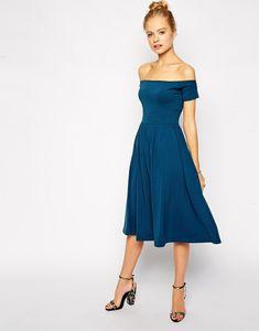 9aa739a00b23 Vestito invitata matrimonio di colore blu con spalle scoperte e parte  inferiore a ruota