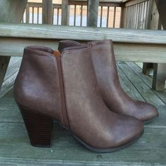 """•Ankle Booties• Brown ankle booties/faux leather upper/side zipper closure/round toe/heel height: 3""""/opening: 9""""/shaft: 3 1/2""""/new in box/thanks go looking•Also available in 9-10-11•                                            ❌No Trades❌ Shiek Shoes Ankle Boots & Booties"""