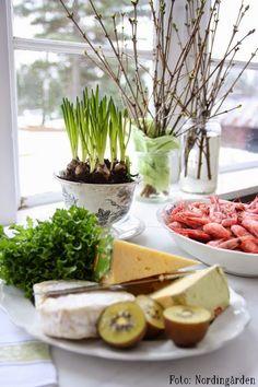 Jag gillar räkor, vin, ostar och småplock, enkla saker att duka upp för lyckade kvällar....