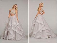 Este vestido cropped é mais ousado. Além de enfatizar mais as curvas da noiva, o top de pedraria e a saia em tule em camadas (este detalhe estilo bainha está super em alta) deixam o look lindo, chamativo e sensual.