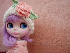 ivory wool hat with pink flower Gorro de lana marfil by blythemia, €12.00