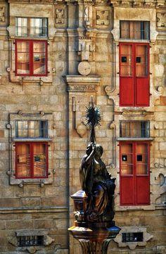 Plaza de platerías,Santiago de Compostela - Plaza de platerías de Santiago de Compostela Rome, Plaza, Design Elements, Facade, Sculpture, Architecture, Painting, Travel, Gabriel