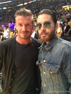Jared Leto and David Beckham hang at Laker's game like NBD. Two fashionista in one frame Jared Leto, Pretty People, Beautiful People, Perfect People, David Beckham Photos, Lakers Game, Shannon Leto, Celebs, Celebrities