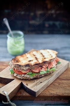 Бутерброды с лососем, соусом  из авокадо on http://kulinarniyclub.ru