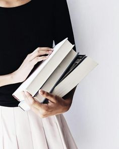 How to Make Reading Books a Priority—and Why You Should - Bücher Flatlay Instagram, Tessa Gray, Poses Photo, Lydia Martin, Book Aesthetic, Betty Cooper Aesthetic, Athena Aesthetic, Belle Aesthetic, Queen Aesthetic