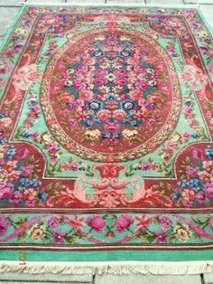 Beautiful vintage rug, very nice colors!  Prachtig oud vloerkleed, prachtige kleuren combinatie!