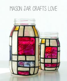 Our easy mason jar craft ideas shall teach you all the interesting mason jar decoration ideas for your home. Delve into the snazziest mason jar crafts and décor tips. Tinted Mason Jars, Blue Mason Jars, Mason Jar Candles, Pot Mason, Mason Jar Diy, Mason Jar Crafts, Mason Jar Christmas Decorations, Christmas Mason Jars, Christmas Ideas