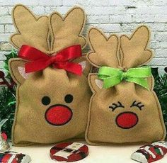 Machine Embroidery Designs Reindeer Treat Bag (in the hoop) Christmas Treat Bags, Christmas Crafts, Christmas Ornaments, Xmas, Machine Embroidery Projects, Machine Quilting, Mini Candy Canes, Embroidery Fonts, Embroidery Designs Free