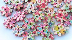 34 Bottoni in legno a forma di Fiore in di CuciCuciCheTiPassa