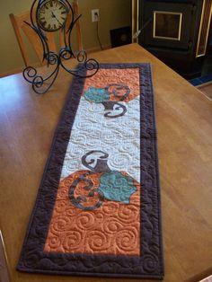 Pumpkin Quilted Table Runner por quiltsbyjessica en Etsy