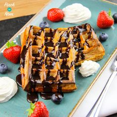 These Low Syn Chocolate and Coconut Waffles are our latest addition to our baked oats collection. Perfect for Slimming World Extra Easy or SP Slimming World Waffles, Slimming World Puddings, Slimming World Breakfast, Slimming World Recipes, Low Syn Chocolate, Pinch Of Nom, Coconut Pancakes, Get Thin, Breakfast Bake