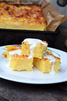 'Alivenci' moldovenesti - is a traditional custard tart , from the cuisine of Moldova made with cornmeal , cream cheese and cream .