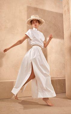 Piece of White Pattie High-Neck Sleeveless Crop Cotton Poplin Shirt Minimal Fashion, White Fashion, Boho Fashion, Cute Casual Outfits, White Outfits, Halter Crop Top, Poplin, Editorial Fashion, Fashion Photography