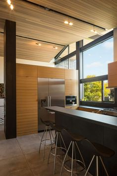In this modern kitchen, white oak cabinets have been paired with grey porcelain counters, and a large window overlooks the front yard. It's mid-century style is simple - yet striking! Seattle, Interior Design Kitchen, Interior Decorating, Glass Pocket Doors, Cedar Homes, Mid Century House, Architect Design, Mid-century Modern, Modern Homes