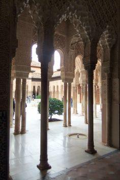 Alhambra Palacio de los Leones - photo: Robert Bovington  # Alhambra # Granada #Andalusia #Spain http://bobbovington.blogspot.com.es/2011/10/alhambra.html