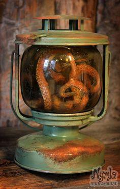 Lantern Glowing Green/Yellow Rusty Steampunk Lovecraft by Nymla. So glad the octopus is fake. Steampunk Crafts, Steampunk House, Kelly Wearstler, Decoration Pirate, Octopus Art, Halloween, Deco Design, Design Design, Kraken