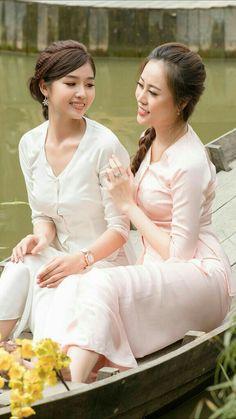Vietnamese Traditional Dress, Traditional Dresses, Pretty Asian, Beautiful Asian Women, Hot Japanese Girls, Ao Dai, Asian Beauty, India Beauty, Asian Woman