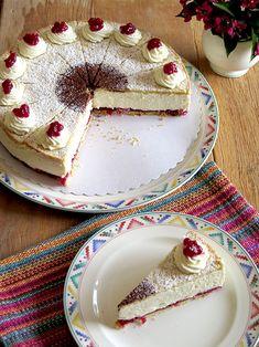 Eierlikör Rezept: feine Käsesahne-Torte mit Preiselbeeren und Verpoorten Original  - Backrezepte - VERPOORTEN