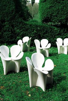 Fresh and original, this chair is perfect for outdoor patios and gardens as well as courtyards.