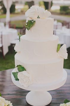 classic white cake | Our Labor of Love #wedding