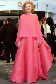 The most iconic Goya dresses - Page 2 Modest Fashion, Fashion Dresses, Vogue Spain, Half Up Half Down Hair, Mode Style, Mother Of The Bride, Evening Dresses, Formal Dresses, Glamour