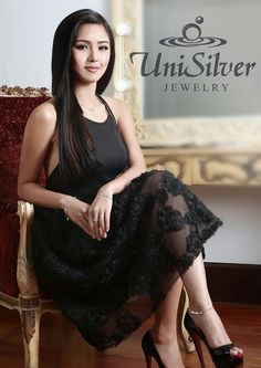 This is the pretty Kim Chiu smiling for the camera while doing a commercial endorsement photo shoot for Unisilver Jewelry. Indeed, Kim is another of my favourite Kapamilyas and Star Magic talents, and a proud alumna of Pinoy Big Brother. Half Filipino, Star Magic, Teen Actresses, Filipina, Pinoy, Korean Girl, Asian Beauty, Photo Shoot, Fashion Models