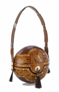 Wonderful leather tooled gourd purse by Sylvia Gaines of Texas Leather Carving, Leather Art, Leather Tooling, Leather Purses, Leather Pattern, Leather Projects, Leather Accessories, Boho Hippie, Small Bags