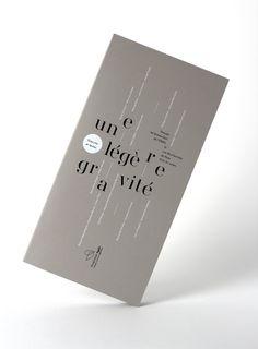 """[FR] Quand la littérature rencontre la gravure, ça donne un catalogue d'exposition """"d'une légère gravité"""".Ce catalogue regroupe les textes et gravures exposés lors du salon du livre d'Artistes de Lucinges en 2012. Le thème « Une Légère Gravité » fu…"""