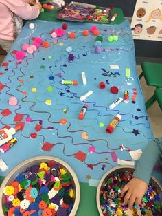 Teaching Colors to Preschoolers Through Process Art - Teach Pre-K Process Art Preschool, Preschool Color Activities, Rainbow Activities, Pre K Activities, Preschool Activities, Preschool Art Centers, Small Group Activities, Leadership Activities, Literacy Centers