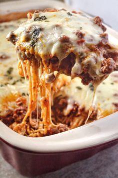 Baked Spaghetti Recipe (Million Dollar Spaghetti) - Recipes Meat Recipes, Dinner Recipes, Cooking Recipes, Online Recipes, Million Dollar Spaghetti, Baked Spaghetti, Spaghetti Casserole, Best Spaghetti Recipe, Recipes