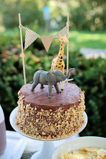 safari cake, love the bunting, would like to say MARCUS. Am I spelling that right?