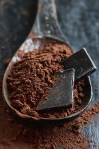 Chocolate squares in cocoa powder. Dark Chocolate Recipes, Café Chocolate, Chocolate Photos, Dark Chocolate Nutrition, Chocolate Squares, Healthy Chocolate, Chocolate Lovers, Dark Food Photography, Photography Photos