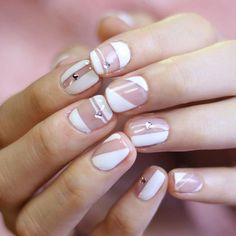 [#유니스텔라트렌드]❤️ #공간네일 #라인네일 #스터드네일 #유니스텔라 #네일디자이너 #unistella#gelnails #nailart#nails #nail#nailedit #notd #studnails #negativespacenails ✔️유니스텔라 내의 모든 이미지를 사용하실때 사전 동의, 출처 꼭 밝혀주세요❤️