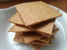 Amandelmeel crackers | Oerkracht voedingsadvies Healty Lunches, Healthy Snacks, Clean Recipes, Low Carb Recipes, Healthy Recipes, Sin Gluten, Low Carb Crackers, Almond Flour Recipes, Low Carb Bread