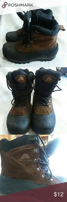 Ozark Trail outdoor boots. Size 7 This is a pre-owned pair of oudoor boots. They have been used and worn, but are still are in great condition. They have, of course been worn in the mud, I have cleaned them up, but there is still some mud residue, as shown in the pics that I hasn't came off as I cleaned them. This is still a great pair of boots for a great price! Ozark Trail Shoes Boots