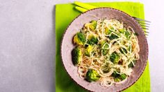 Creamy broccoli spaghetti pasta in a bowl Hummus, Tacos, Ethnic Recipes, Food, Essen, Meals, Yemek, Eten