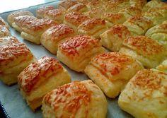 Sajtos-tejfölös-túrós pogácsa recept foto Pretzel Bites, Healthy Desserts, Hot Dog Buns, Bakery, Food And Drink, Pasta, Sweets, Bread, Snacks