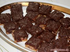 Trvanlivé orechové pečivo plnené orieškovo-čokoládovým krémom, poliate čokoládou. Ideálne ako vianočné pečivo. Nemusí sa skladovať v chlade.