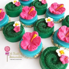 Last part of the Moana order are these chocolate covered oreos inspired tefitis heart Hawaiian Luau Party, Hawaiian Birthday, Luau Birthday, Tropical Party, 2nd Birthday Parties, Moana Party, Moana Birthday Party, Cupcakes Moana, Moana Cupcake
