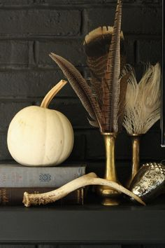 Horns and feathers. My favorite/ Thanksgiving Home Tour: fall mantle styling with brass, feathers, white pumpkins and vintage books Thanksgiving Mantle, Thanksgiving Decorations, Seasonal Decor, Autumn Decorating, White Pumpkins, Fall Table, Autumn Home, Autumn Inspiration, Fall Halloween