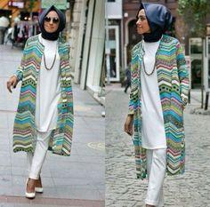 long printed kimono,  Hulya Aslan hijab fashion looks http://www.justtrendygirls.com/hulya-aslan-hijab-fashion-looks/