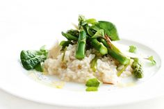 This creamy risotto is the perfect combo of fresh spring flavours and rich, indulgent textures.