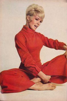 Old Hollywood Glamour, Hollywood Fashion, 1960s Fashion, Vintage Hollywood, Classic Hollywood, Vintage Fashion, Hollywood Style, Swinging London, Cosmopolitan